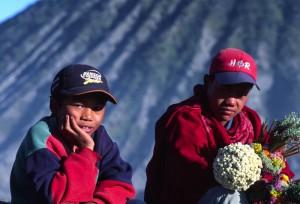 Indonesia - Bromo - offerte votive sul cratere