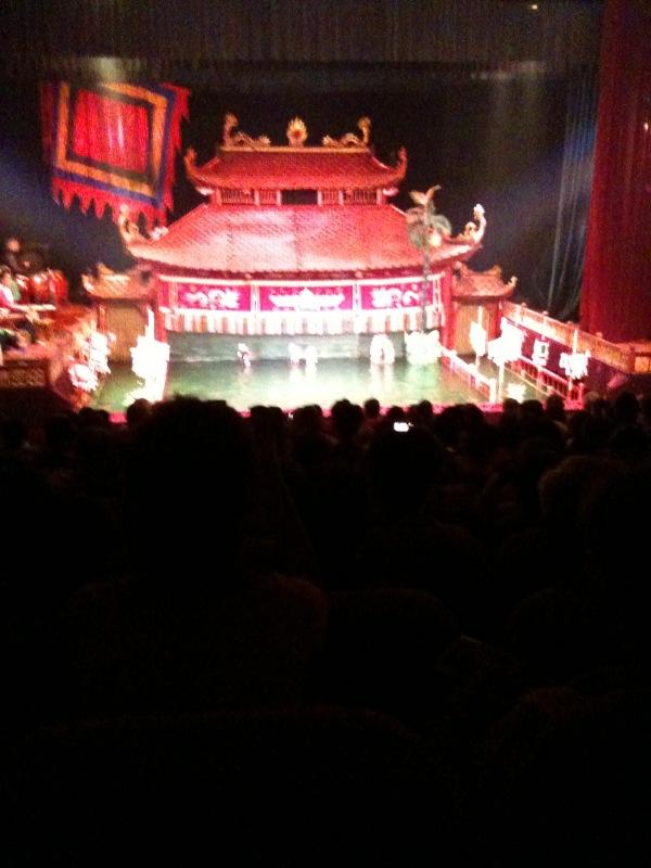 9 agosro - teatro marionette ad Hanoi