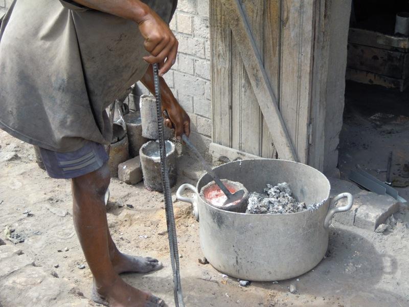 Madagascar - Fucina di alluminio