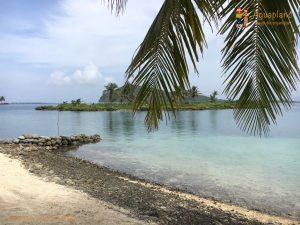 islands from the beach san blas islands panama 300x225 - Colombia 2017