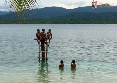 Kuna's children - Eat and swim in San Blas Islands, Panama